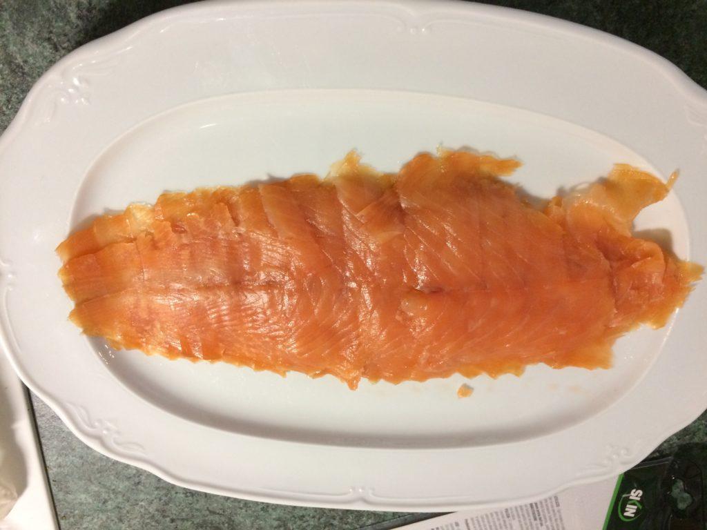 Les tranches du saumon fumé à froid
